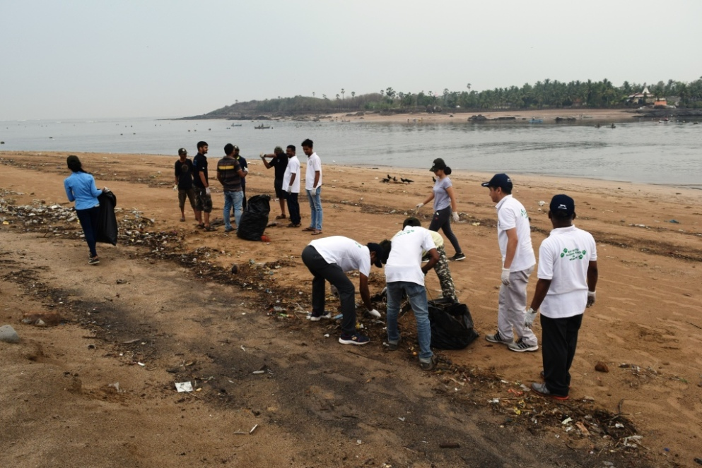 The WCCB  Western Region celebrated World Environment Day  2018 on 05-06-2018 at Marve Beach  Mumbai